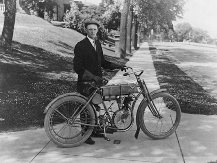 4E2W, 4Ever2Wheels, Best of the Web on Two Wheels, motorcycle photo blog, motorcycle podcast, Harley-Davidson, Vintage Harley