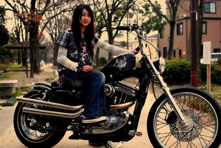4Ever2Wheels, 4E2W, Best of the Web on Two Wheels, Moto-lady, custom motorcycle podcast, woman motorcycle, bikini motorcycle