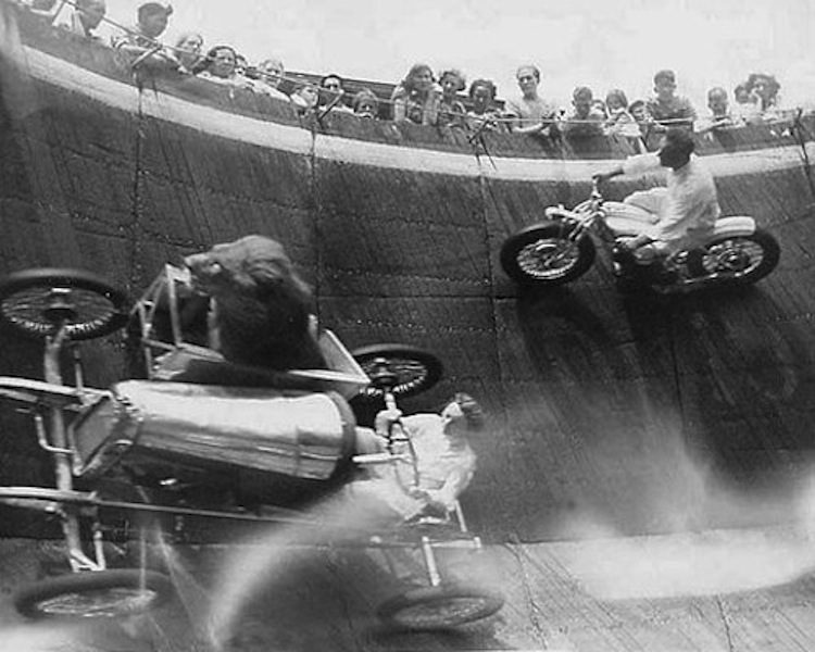 Lion in a sidecar, Wall fo Death, Black and White