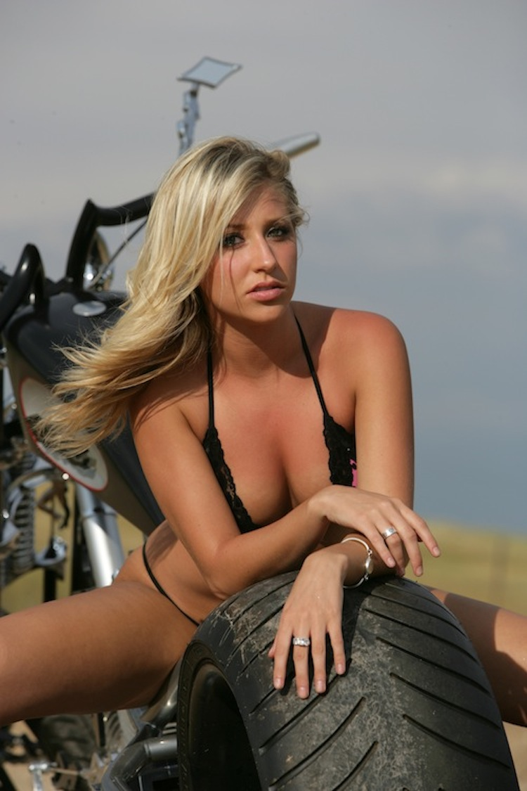 bikini-girl-motorcycletures-black-cooed-chicks-fucking