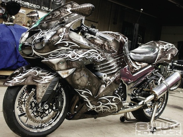 1202-8l-02+mob-scene-average-time-and-cost-of-airbrushing+custom-painted-motorcycle